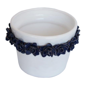 Vaso branco com rosas azuis